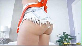 Gia paige de shortinho na cama xbighome.com
