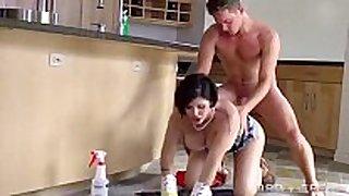 Dona de casa com trabalho extra