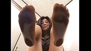 4 asian cuties with sweaty feet below glass