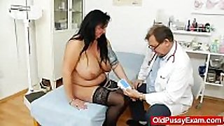 Adult toy in love tunnel during a white BBC floozy gyno