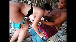 Casada com negão na praia