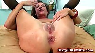 Mature dilettante can not live out of anal sex