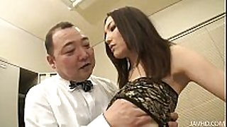 Nozomi mashiro takes matters in hand as that sweetheart bos...