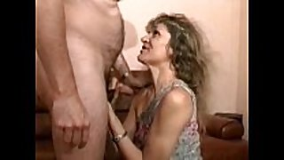 Cougar golden-haired receives drilled in nylons