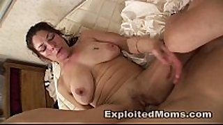 Amateur mamma takes a bbc in older interracial v...