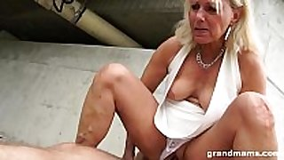 Hot blond old cougar receives favourable with a juvenile h...